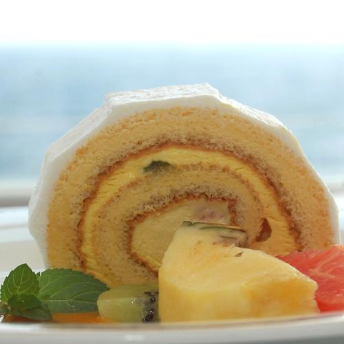 カフェでケーキイメージ