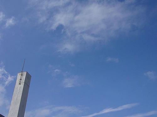 雲が切れて晴れ間が見えてきました〜