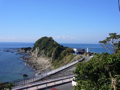 相模湾に突き出した小さな岬、長者ケ崎