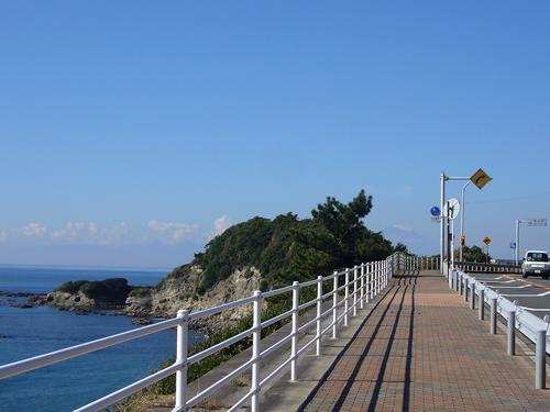 西海岸通りを散歩しながら海を楽しんでみては?