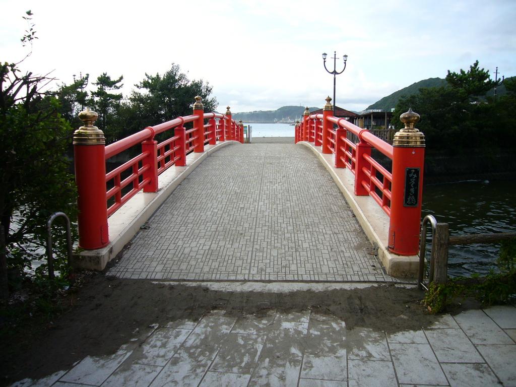 森戸海岸へ通じるみそぎ橋