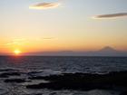 沈む夕陽と富士山